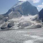 Sir Sandford (3 519 m / 11 545 ft)