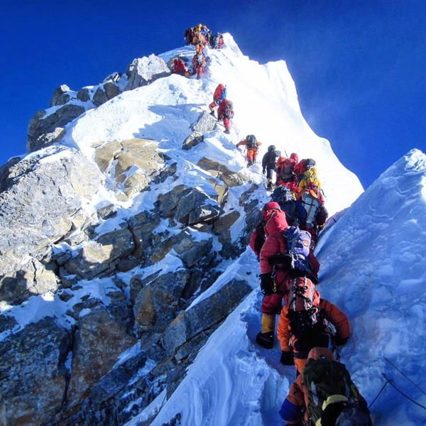 Traffic Jams on Mt Everest as Over 200 Make Final Summit Push