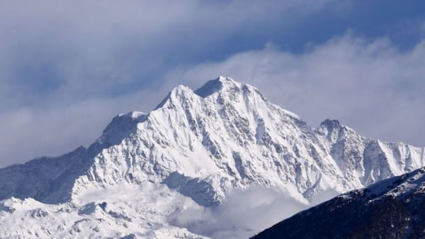 Nanda Devi: Helicopters Join Search For Eight Missing Climbers