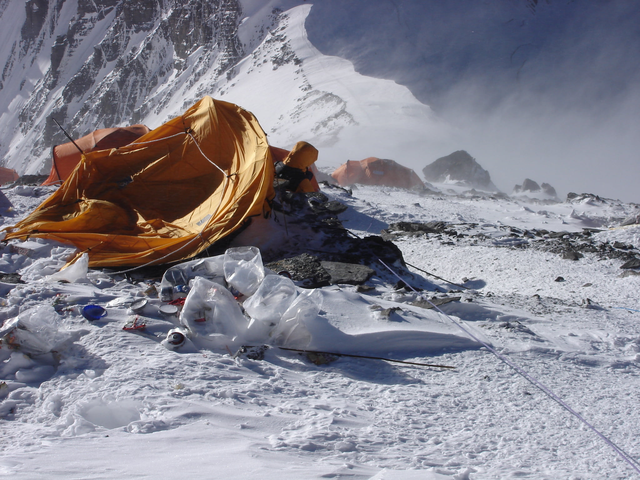 How To Remove Dead Bodies From Mount Everest   Mountain Planet