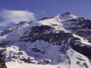 Image of Yala Peak (5 732 m / 18 806 ft)