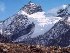 Image of Pokalde Peak (5 806 m / 19 049 ft)