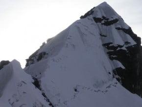 Image of Alpamayo Chico (5 370 m / 17 618 ft)