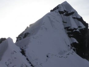 Image of Alpamayo Chico (5 370 m / 17 618 ft)