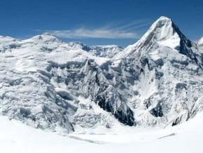 Image of Khan Tengri (7 010 m / 22 999 ft)