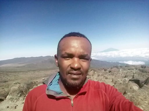 Climbing Kilimanjaro en route machame trail 7days