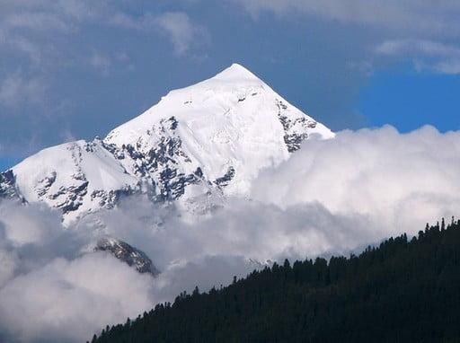 Mount Tetnuldi (4870m) guided ascent