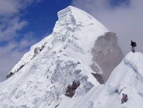 Image of Lobuche (6 145 m / 20 161 ft)