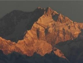 Image of Kangchenjunga (8 586 m / 28 169 ft)