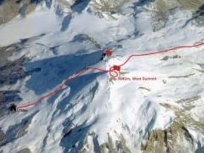 Image of North-South Travers, Mount Elbrus (5 642 m / 18 511 ft)