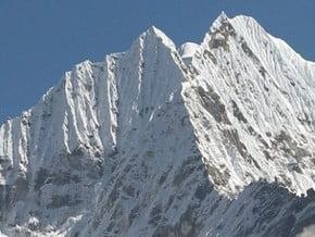 Image of Thamserku (6 608 m / 21 680 ft)
