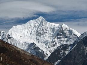 Image of Yala Peak Climbing Route, Lāngtāng Lirung (7 227 m / 23 711 ft)