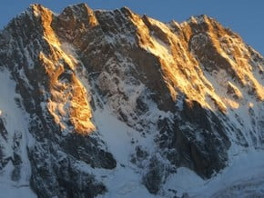 Image of Grandes Jorasses (4 208 m / 13 806 ft)