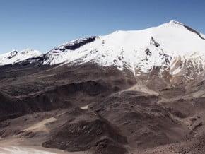 Image of Cerro Acotango (6 052 m / 19 856 ft)