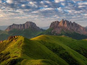 Image of Gora Acheshbok (2 474 m / 8 117 ft)