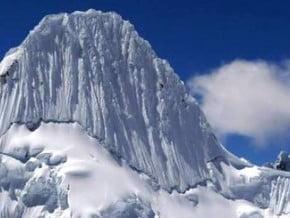 Image of Alpamayo (5 957 m / 19 544 ft)