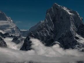 Image of Cholatse (6 440 m / 21 129 ft)