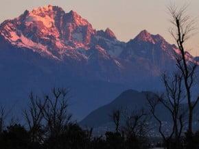 Image of Yulong Xue Shan (5 596 m / 18 360 ft)